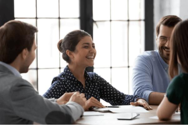 collègues qui pratiquent la communication non-violente