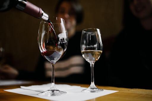 degustation-de-vin-blanc-et-rouge